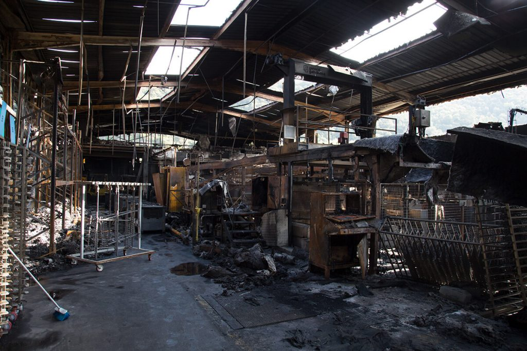 Recuperació de nau sinistrada per incendi. General Galvanica Gironina, S.L., Girona