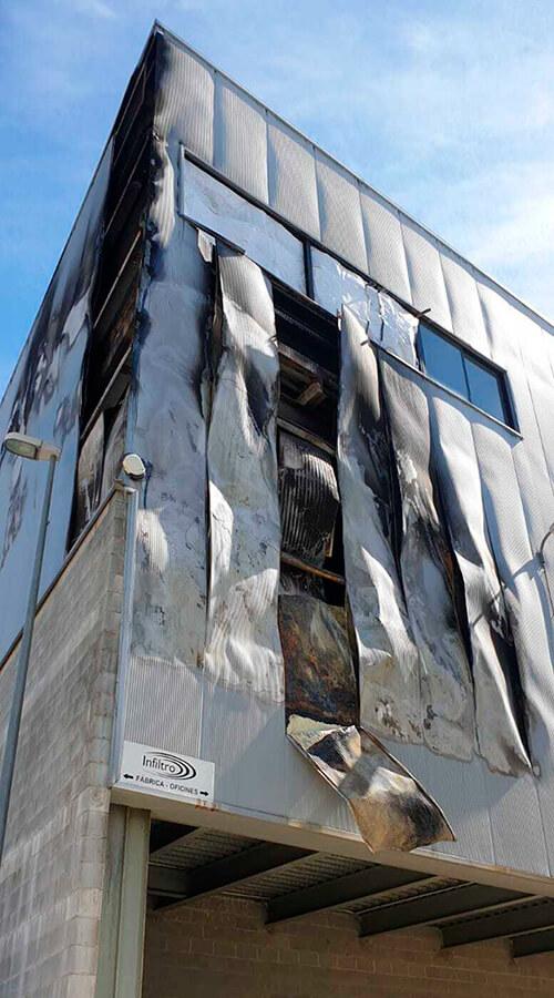 Recuperació de nau sinistrada per incendi. Infiltro, S.L., Arenys de Mar