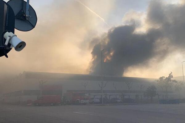 Incendi al museu històric de la Seat a la Zona Franca